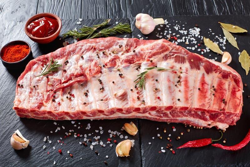 未加工的猪肉排骨机架  免版税库存照片