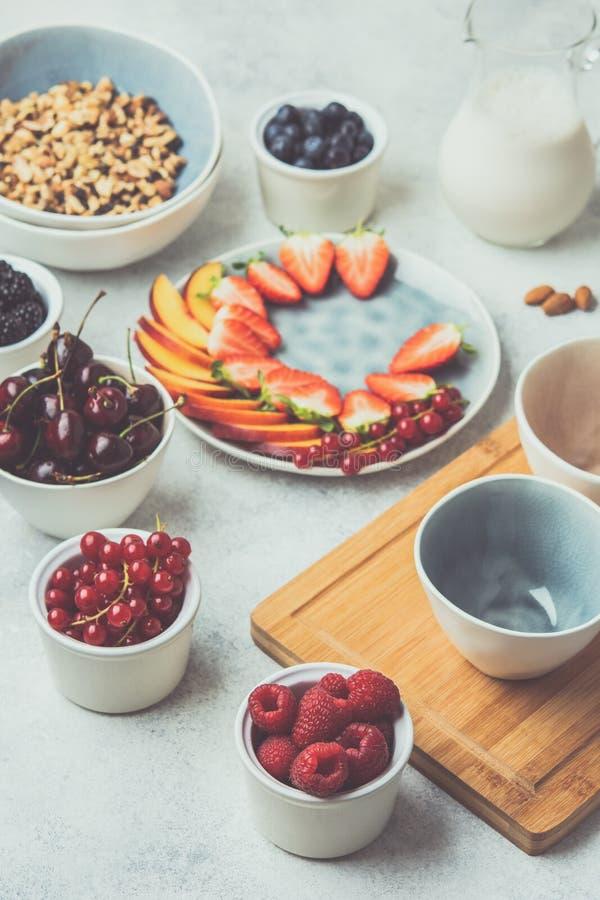 未加工的素食主义者paleo格兰诺拉麦片 图库摄影