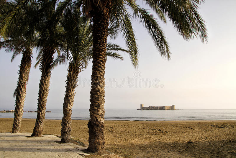 Download 未婚的城堡(Kizkalesi), Mersin,土耳其 库存图片 - 图片 包括有 小岛, 有历史: 30334635
