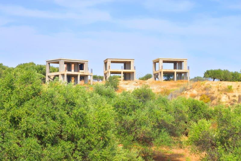 未完成的大厦在乡下在夏天 库存照片