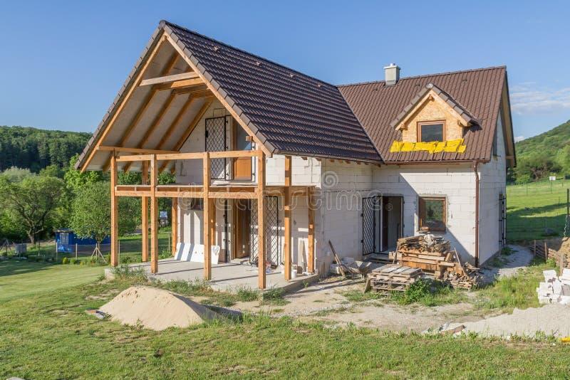未完成的家庭房子建设中 免版税库存图片