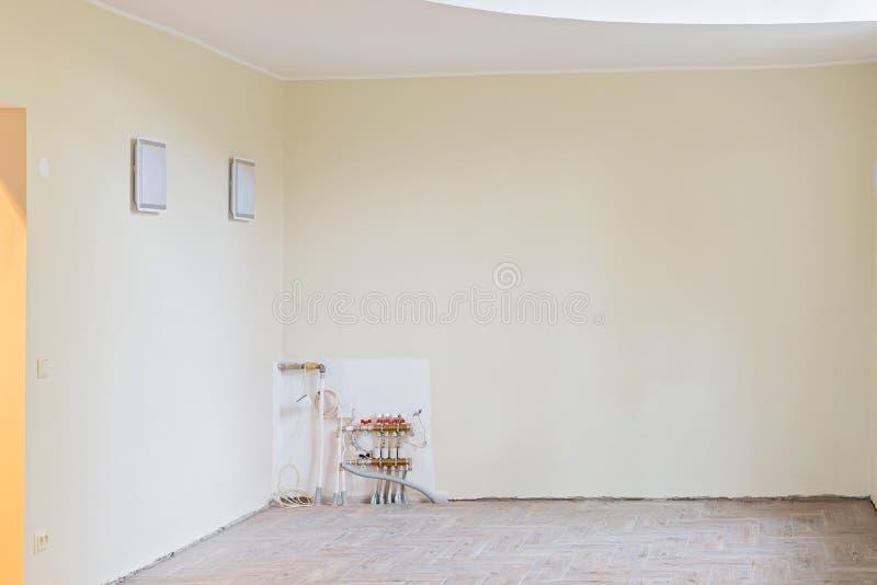 未完成的被更新的客厅墙壁  免版税库存照片