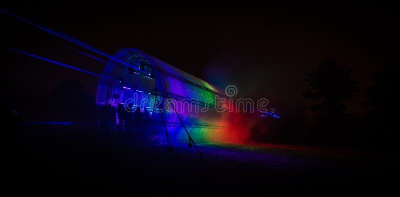 未来派抽象由DMX光做的彩虹发光的五颜六色的光子隧道 免版税图库摄影
