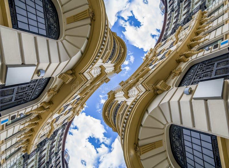 未来派,抽象建筑学,与gr的新古典主义的大厦 库存照片