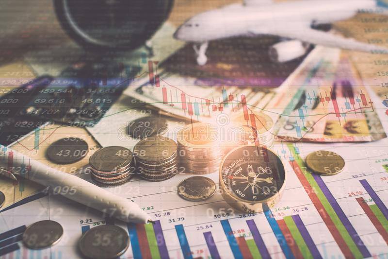 未来资金的储积与股市信息图表的 免版税库存图片