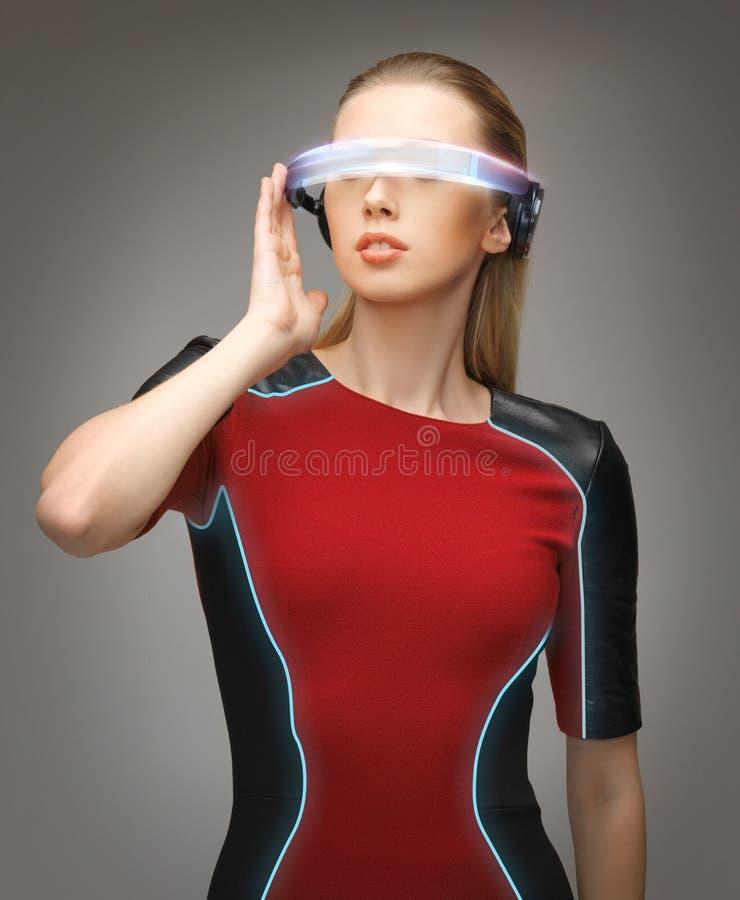 戴未来派眼镜的妇女 库存图片