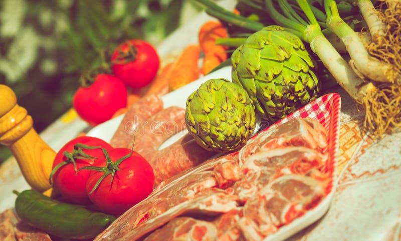 未煮过小组的菜和的肉 免版税图库摄影