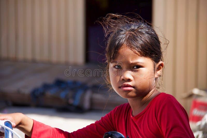 未知的地方亚裔少女接近的画象  免版税库存照片