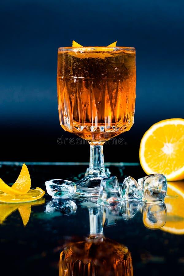 未被超越的鸡尾酒Aperol喷 免版税库存照片