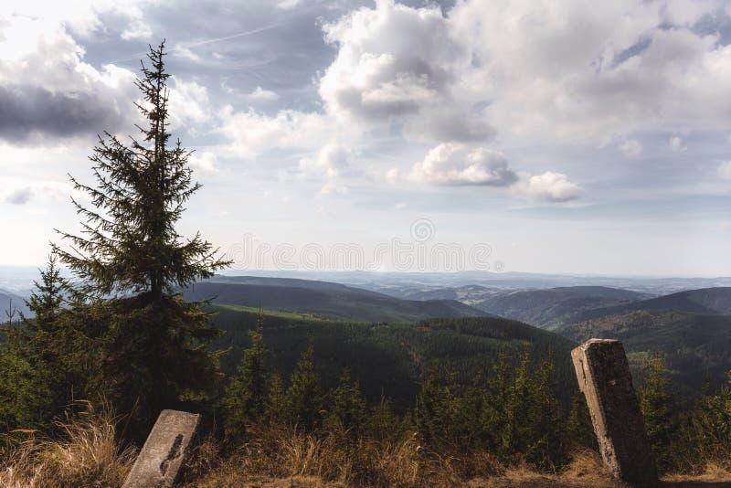未触动过的山自然看法  库存图片