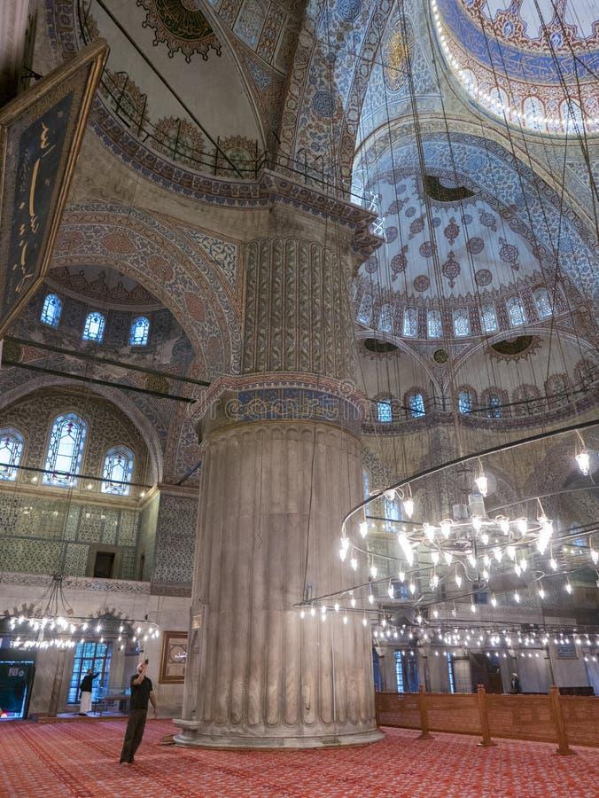 未认出的人拍Sultanahmet清真寺照片  库存照片