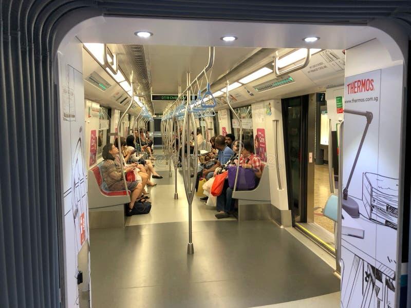 未认出的人民通勤在唐人街MRT驻地 库存照片
