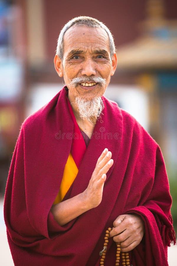 未认出的修士圈子Boudhanath画象  免版税图库摄影
