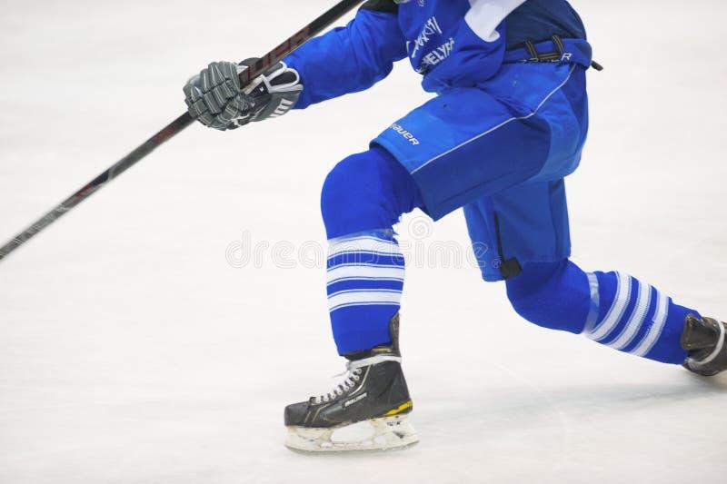 未认出的曲棍球运动员 免版税库存图片