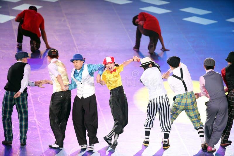 未认出的舞蹈家舞蹈韩国样式 免版税库存照片
