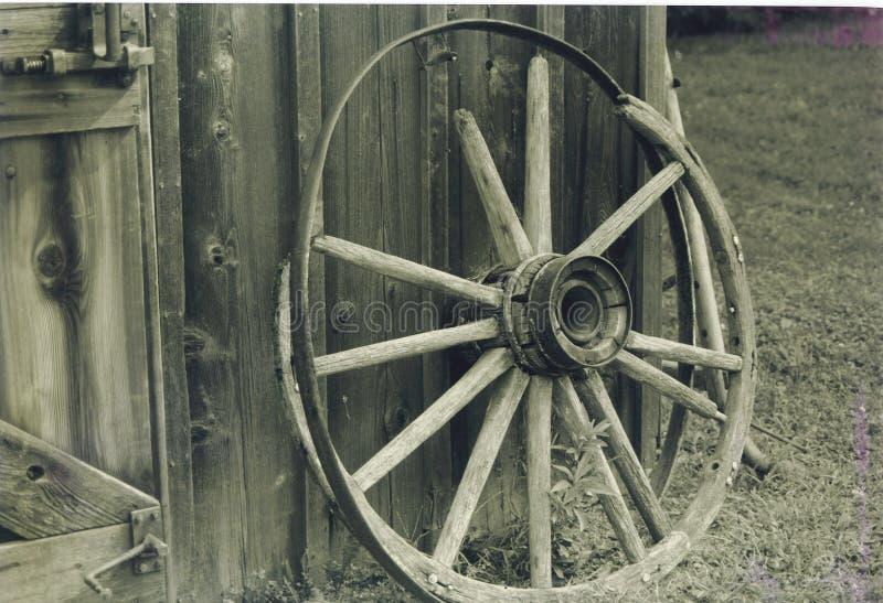 Download 末端路 库存照片. 图片 包括有 无盖货车, 佩带, 轮幅, 轮子, 年龄, 线索, 运输, 退休, 反气旋, bucker - 51320
