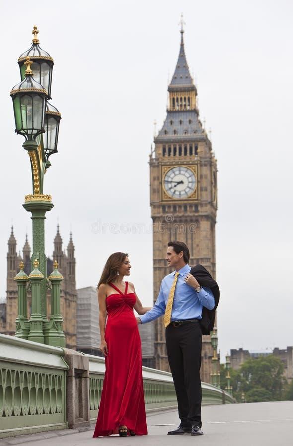 本大夫妇英国浪漫的伦敦 免版税库存图片