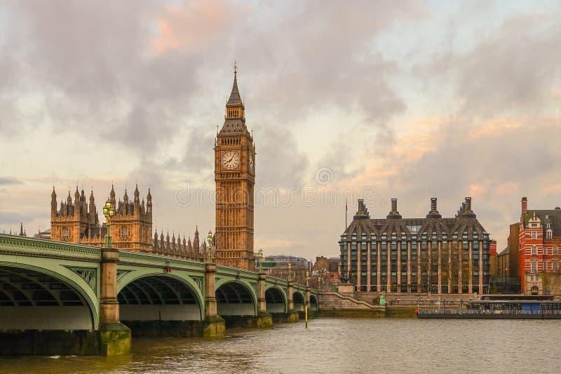 Download 本大房子议会 库存图片. 图片 包括有 目的地, 文化, 观光, 英国, 刺毛, 贿赂, 欧洲, 户外, 政治 - 72370397