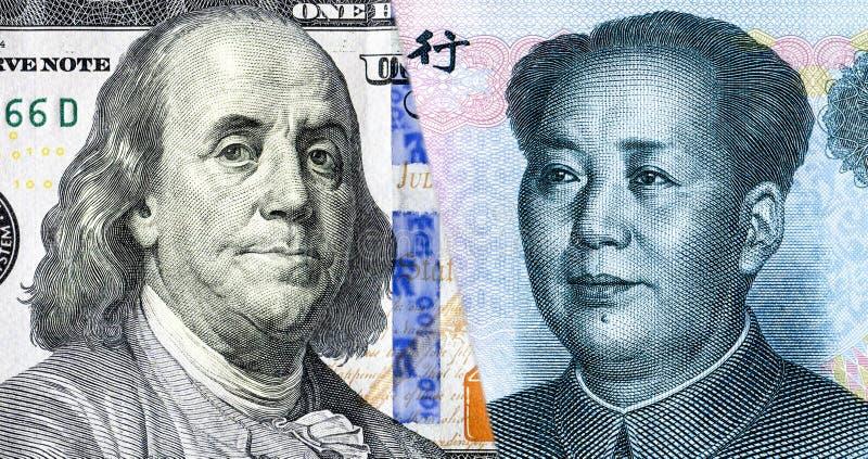 本杰明・富兰克林画象反对毛泽东的 免版税库存图片