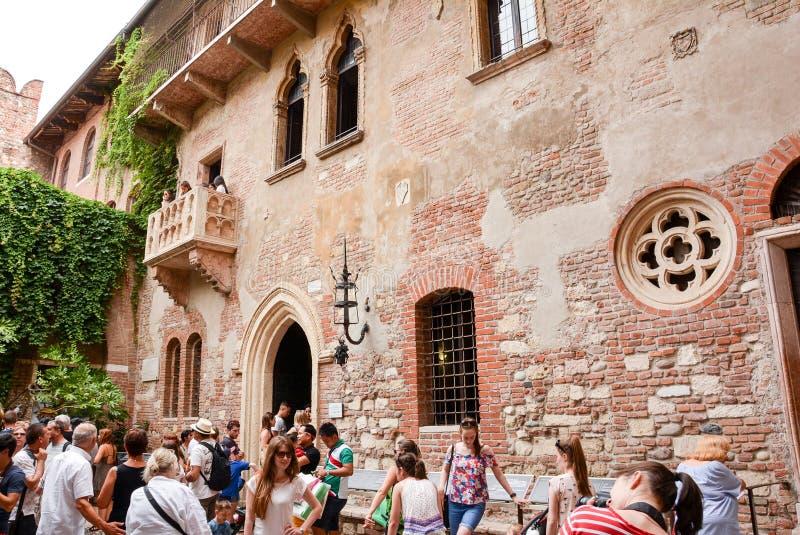 朱丽叶Capulet家 罗密欧和朱丽叶阳台在维罗纳意大利 库存照片