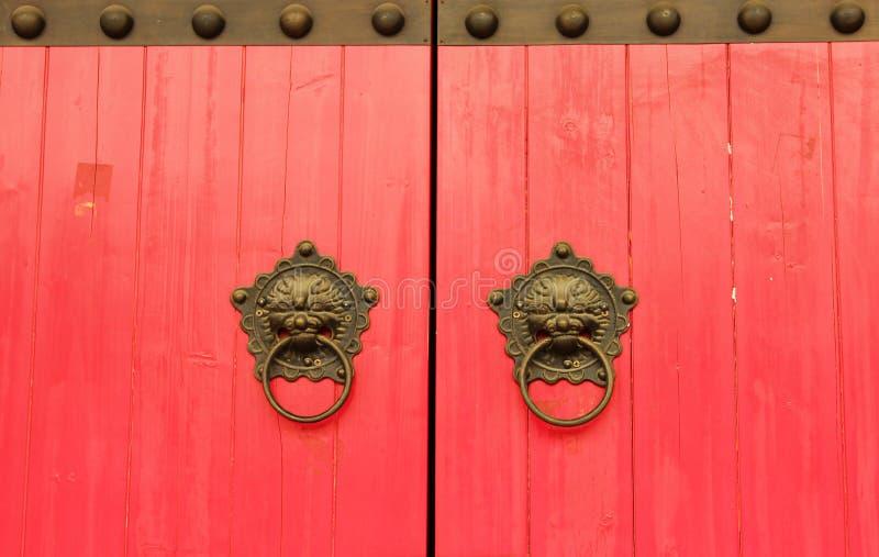 朱红色的门背景 库存图片