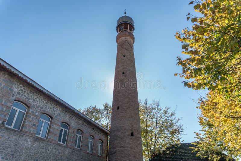 朱马反对坚实蓝色skey的清真寺尖塔 库存图片
