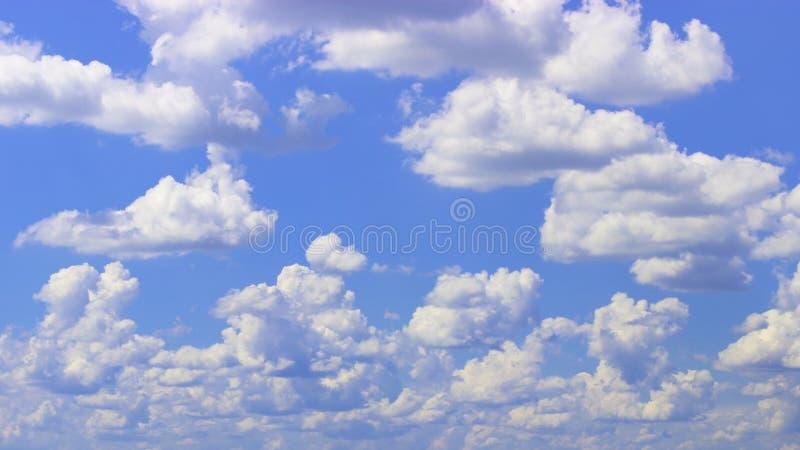2朵云彩 免版税库存照片