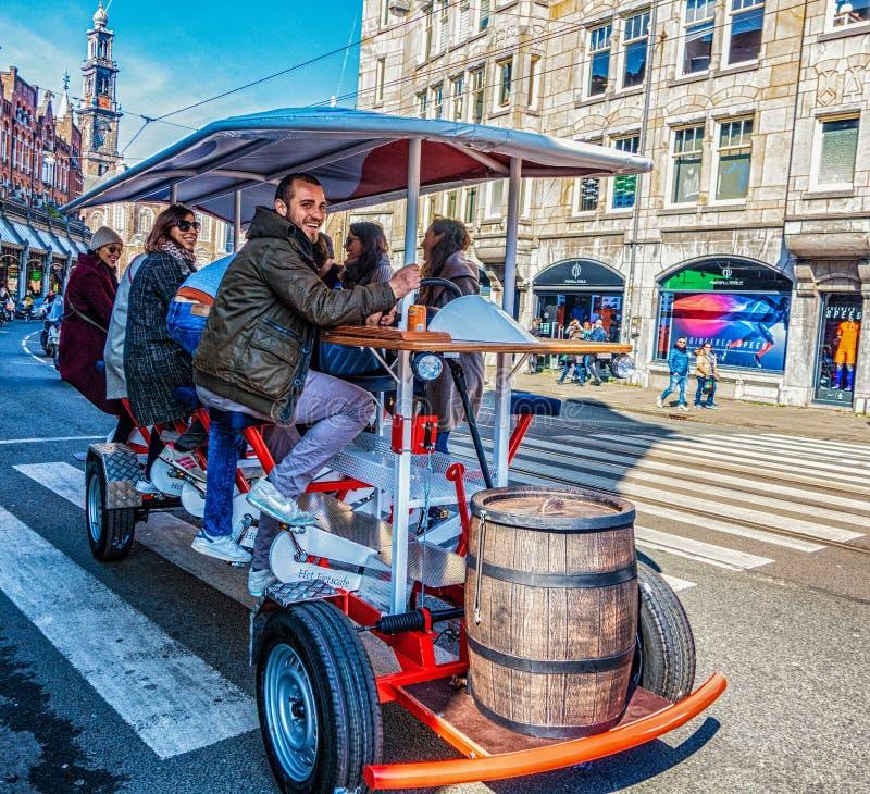 机动性在阿姆斯特丹贩卖被驾驶的小酒馆 免版税图库摄影