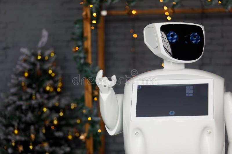机器人在诗歌选的背景遇见圣诞节,站立 库存照片
