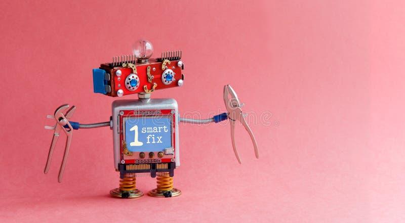 机器人杂物工电工红色头,蓝色显示器身体,电灯泡,钳子 在显示的聪明的固定消息 逗人喜爱的玩具 免版税库存图片