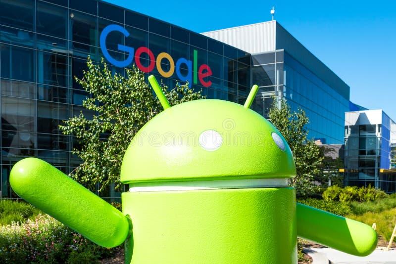 机器人雕塑在Googleplex -谷歌在Califor总部设 免版税库存图片
