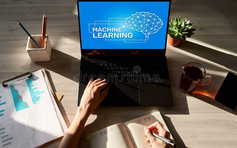 机器学习,人工智能和聪明的技术概念在设备屏幕上 免版税库存图片