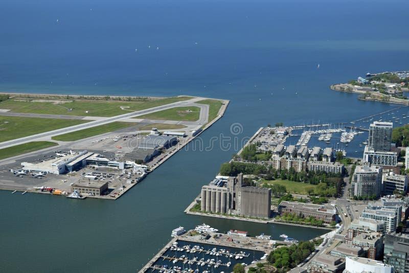 机场、港口和安大略湖,多伦多,加拿大 免版税图库摄影