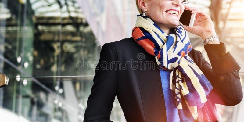 机场商务旅游终端女实业家概念 免版税库存图片