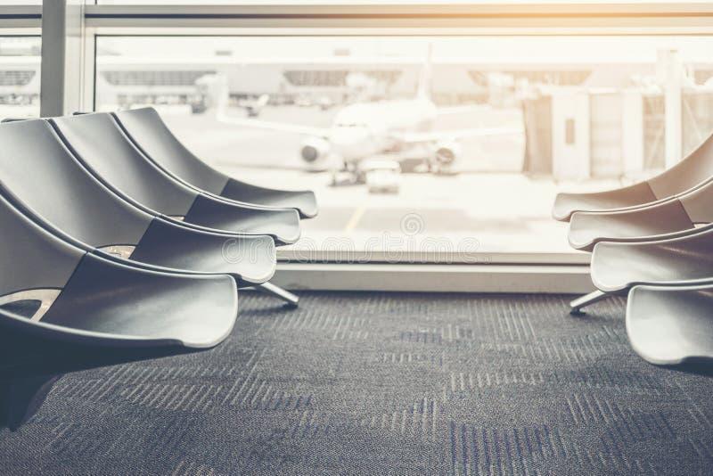机场国际离开塔台背景 免版税库存照片