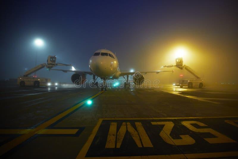 机场在晚上 库存图片