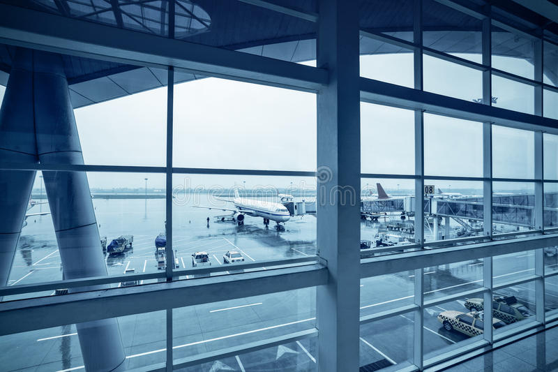 机场在雨中 免版税图库摄影