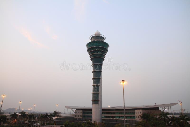 机场塔台在广州白云队机场 免版税库存图片