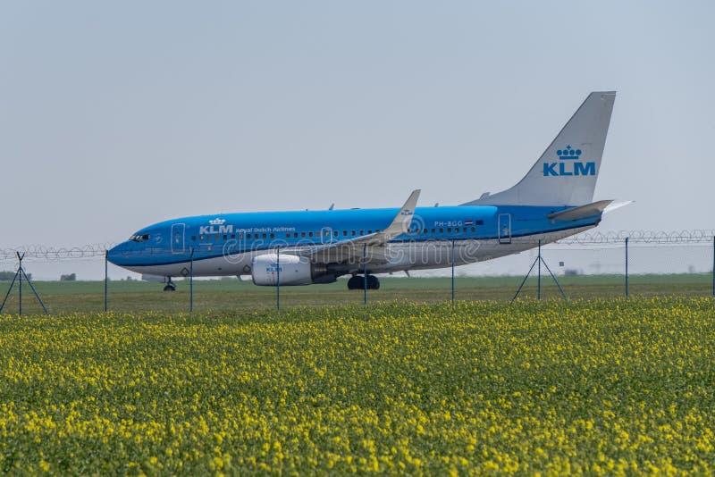 机场布拉格鲁济涅LKPR,波音737 KLM 免版税库存照片