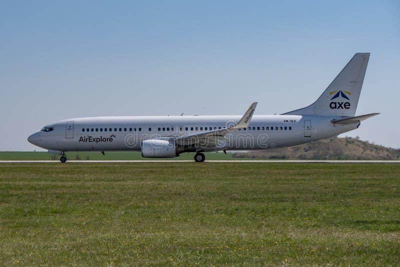 机场布拉格鲁济涅LKPR,波音737-800 免版税库存照片