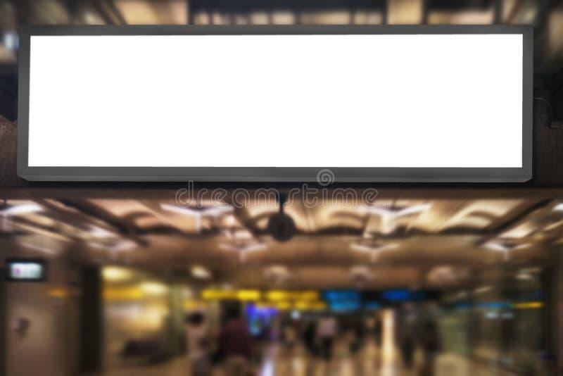 机场广告概念:空的空白的白色屏幕做广告 免版税库存照片