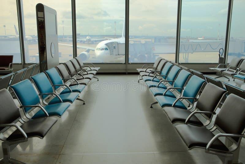 机场扶手椅子可能倒空看见 库存图片