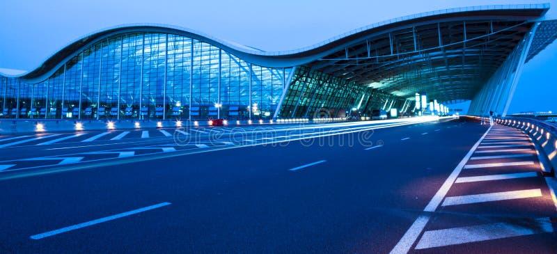 机场晚上视图 免版税库存图片