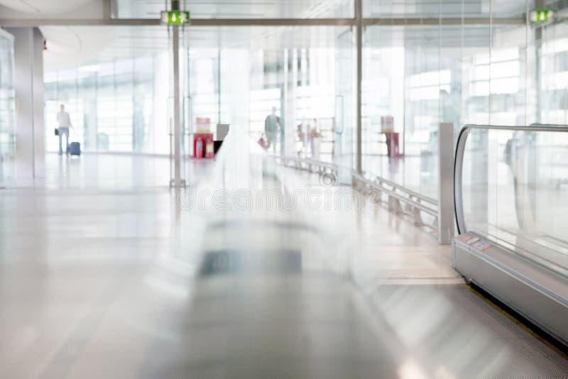 机场终端-人们在运送中- 免版税库存照片