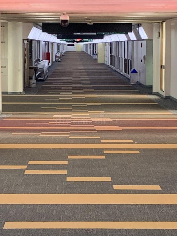 机场门内部与没人 免版税库存图片