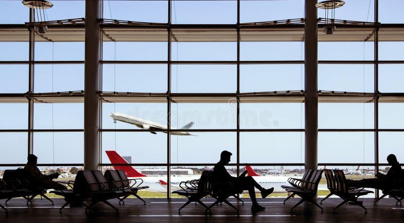 机场飞机和人 免版税库存照片
