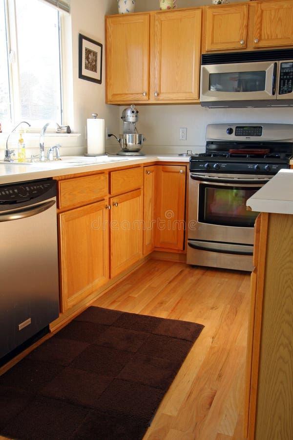 机柜厨房现代橡木 库存照片