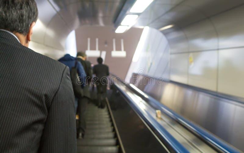 机械台阶在Tokio火车站 免版税库存图片