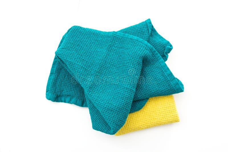 杂乱和被折叠的五颜六色的洗碗布,在白色 库存图片