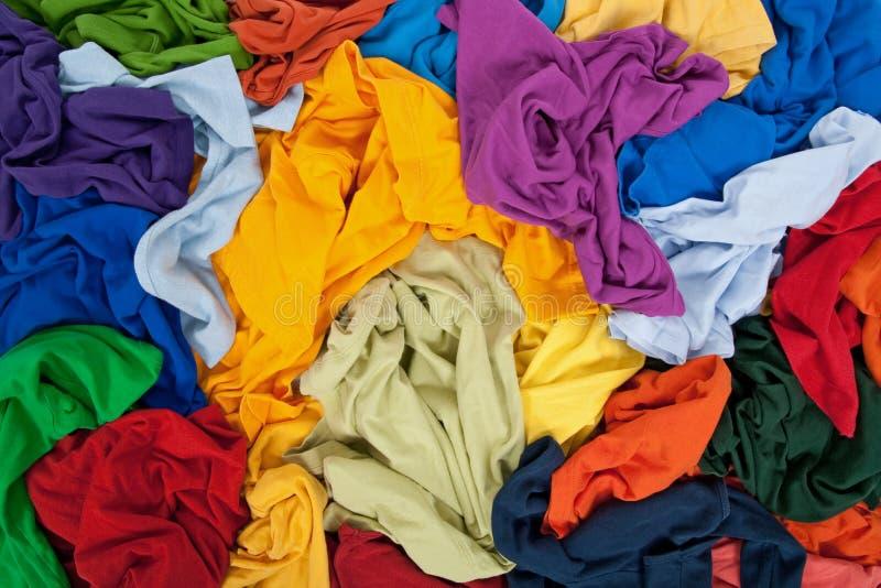 杂乱背景明亮的衣物 库存图片